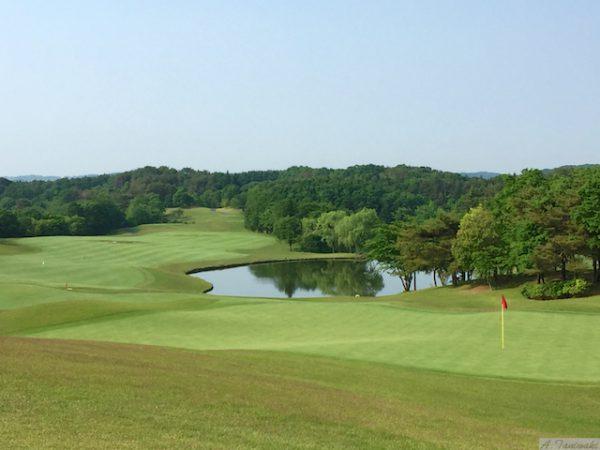 素晴らしいゴルフ場を目の前にして…経営計画書作成の山籠り合宿です。
