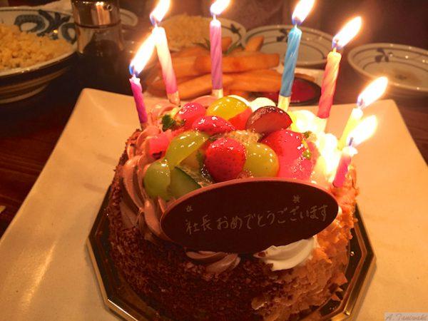 とっても嬉しいサプライズ!?環境整備点検食事会で誕生日ケーキが・・・